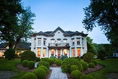 Richwood on the River is a beautiful historic home-turned-bed & breakfast.