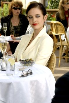 Eva Green as Vesper Lynd in 'Casino Royale' Eva Green Casino Royale, James Bond Casino Royale, Best Bond Girls, James Bond Girls, Casino Dress, Casino Outfit, French Actress, Daniel Craig, Casino Theme Parties