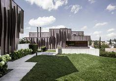Modern houses by meier architekten Architecture Images, Architecture Magazines, Contemporary Architecture, Sidewalk, House Design, Building, Plants, Interiordesign, Modern Houses