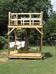 to Build a Tree House? In order to build this house, the first step that must be done is choosing the tree as the basic ofHow to Build a Tree House? In order to build this house, the first step that must be done is choosing the tree as the basic of 76346 Playground Design, Backyard Playground, Backyard For Kids, Playground Flooring, Playground Ideas, Backyard Ideas, Building A Treehouse, Build A Playhouse, Pallet Tree Houses