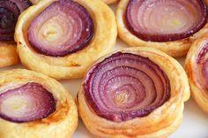 Recette de tatin d'oignon rouge, une création d'Alain Passard, original, très facile à faire et vraiment délicieux à déguster à l'heure de l'apéritif...