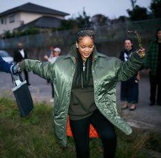 Looks Rihanna, Rihanna Riri, Rihanna Style, Rain Jacket, Bomber Jacket, Bad Gal, Celebs, Celebrities, Style Icons