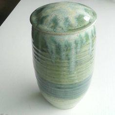 Pet urn with green shiny glaze and crystalline decoration, large / medium size.