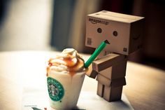 Danbo, first time in Starbucks. Tasting his first Frappuccino®. Danbo, Miss Piggy, Frappuccino, Cardboard Robot, Box Robot, Amazon Box, Cute Box, Mini Things, Girly Things