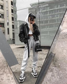 winter outfits grunge Always chilled ___________________________________ Thanks again to threadsstyling for helping me to get these sick versace kicks Chill Outfits, Mode Outfits, Grunge Outfits, Casual Outfits, Fashion Outfits, Casual Clothes, Casual Ootd, Fashion Clothes, Woman Outfits