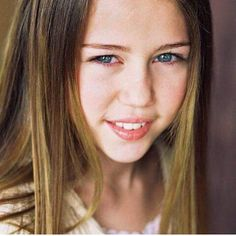 Heya sorry for not posting but it's summer holidays you know 😎😎 anyway look at this cutieeeee #miley #cyrus #mileycyrus #blue #eyes #blueyes #longhair #idol #icon #smiler #lips #young #happy #cute #smile #natural