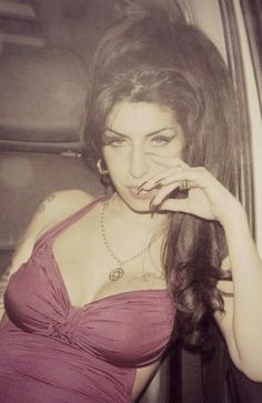 Photo of Amy Winehouse - Amy Winehouse Enjoys A Night Out with Friends - Picture Browse more than pictures of celebrity and movie on AceShowbiz. World Music, Blues, Pretty People, Beautiful People, Jimi Hendricks, Divas, Provocateur, Female Singers, Rock Music