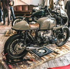 9 Cheap And Easy Cool Tips: Harley Davidson Women Hoodie harley davidson cafe racer deus ex.Harley Davidson Forty Eight Cafe Racers. Harley Davidson Helmets, Harley Davidson Iron 883, Harley Davidson Street Glide, Harley Davidson Motorcycles, Yamaha 250, Bmw Boxer, Bmw Classic, Classic Image, Triumph Bonneville
