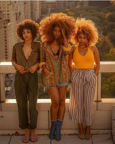 Big Afro hairstyles are basically the bigger and greater version of the Afro hairstyles. Afro which is sometimes shortened as 'FRO, is a hairstyle worn naturally outward by The African American black people. Afro Punk, My Black Is Beautiful, Beautiful People, Black Girl Magic, Black Girls, Black Girl Red Hair, Moda Afro, Curly Hair Styles, Natural Hair Styles