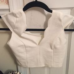 Lulu's White Crop Top New! Never worn but not tags attached. Size medium Lulu's Tops Crop Tops