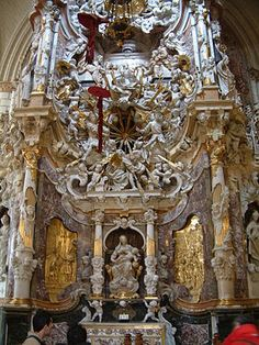 El Transparente CE), an example of Spanish Baroque, by Narciso Tome. Neither an altar nor chapel but a spatial-sculptural environment, in the Cathedral of Toledo, Spain Sacred Architecture, Cathedral Architecture, Historical Architecture, Toledo Cathedral, Cathedral Church, Church Interior, Building Art, Catholic Art, Catholic Churches
