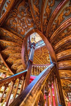 One of the most beauiful bookstores in the world and Inspiration for HARRY PORTER setings, Portugal, 1869 Beautiful Architecture, Interior Architecture, Bamboo Architecture, Escalier Art, World Library, Stairway To Heaven, Stairways, Wonders Of The World, Meli Melo