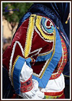 I Colori Tradizionali della Sardegna: Aritzo