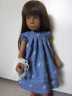 Kleid aus Stickereistoff