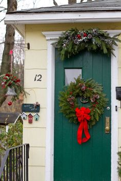 Christmas is getting closer and I've collected a series of holiday photos to provide Christmas decorating inspiration. You're sure to find ideas here!