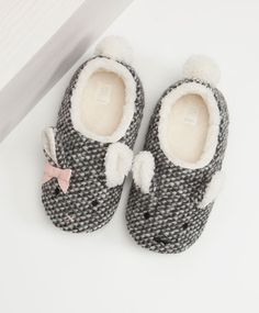 Duo bunny slippers, null£ - null - Find more trends in women fashion at Oysho . Bunny Slippers, Winter Slippers, Cute Slippers, Kids Slippers, Womens Slippers, Baby Girl Boots, Baby Shoes, Pijamas Women, Kawaii Shoes
