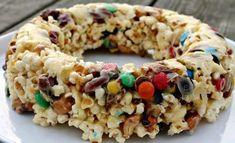 Popcornkage med skumfidusser, nødder & M&M Popcorn Mix, Diy Snacks, Cook N, Good Food, Yummy Food, Homemade Candies, Cakes And More, Food Inspiration, Kids Meals