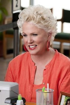 Mother of the Bride hairstyle - Sharon Gless