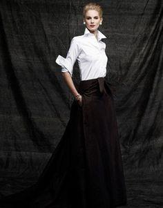 Long skirt + white blouse = most elegant look of all.