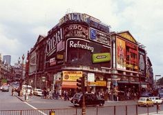 Pictures from London Soho in 1973 photos) Vintage London, Old London, London Pride, London City, Piccadilly Circus, London History, London Places, London Photography, London Photos