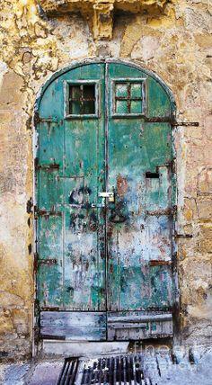 Valletta, Malta, old wooden door, entrance, doorway, beauty, detail, weathered, aged, cracks, photo