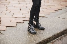 Fotos de street style en Milan Fashion Week: Chiara Ferragni de The Blonde Salad con zapatos de Balenciaga  | vía Vogue
