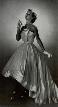 Vintage Gownn by Schiaparelli 1950 jαɢlαdy