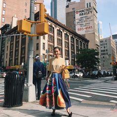 いいね!1,614件、コメント15件 ― 黒石奈央子さん(@blackstone705)のInstagramアカウント: 「NY で着たAMERI AW♡  今日はアメリのために書き上げてもらった絵画アートペイントを大胆にスカートに載せた一品をご紹介。  これも人気なりそー😍  価格詳細はブログにて…」