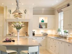 Luxurious Open Plan Kitchen – By Tom Howley The story: For Lydia, a keen cook with three children, creating a relaxed social space was number one on her checklist. 'We needed somewhere not only to prepare family meals but also to entertain,' … Home Decor Kitchen, Kitchen Living, Kitchen Interior, New Kitchen, Home Kitchens, Kitchen Ideas, Kitchen Country, Cream Kitchens, Kitchen Colors