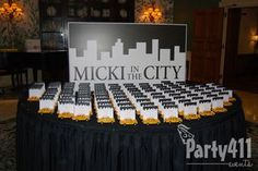 New York Theme Party Seating Card Table #newyearseve