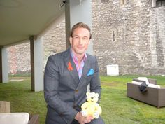 Dr Christian Jessen, star of Embarrassing Bodies supports the Paul Strank Roofing Photothon with Pudsey! #pudsey #cin #pudseyphotothon