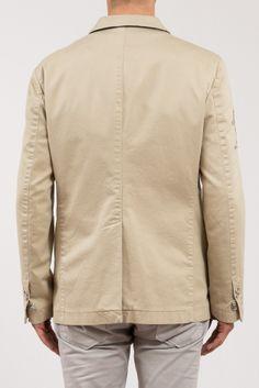 GIACCA LA MARTINA  Splendida giacca neutra dalla vestibilità sia sportiva che elegante, doppia tasca sulla destra, loghi ricamati sulle braccia, 3 bottoni. http://www.vienvioutlet.it/index.php/uomo/giacche/giacca-la-martina.html#sthash.RAu97mes.dpuf