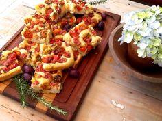 Focaccia de tomatinhos assados, linguiça colonial e pimenta biquinho :: Pimenta na cozinha