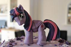 My Little Pony Twilight Sparkle cake Cumple My Little Pony, My Little Pony Cake, My Little Pony Twilight, 8th Birthday, Birthday Ideas, Birthday Parties, Sparkle Cake, Food Artists, Twilight Sparkle