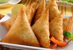 Samosas are eaten between light hunger like in the middle of two meals normally. It can be called a snack food, with evening tea it makes the tea time gossips truly delicious. Lets make samosas today. Vegetable Recipes, Meat Recipes, Indian Food Recipes, Vegetarian Recipes, Snack Recipes, Healthy Recipes, Vegetarian Dinners, Cooking Recipes, Samosas