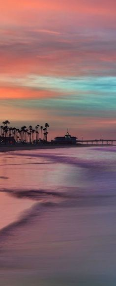 Stunning sunset views from Newport Beach, CA. | From yummy beach side eateries to amazing views, Newport Beach is the perfect family friendly vacation destination.