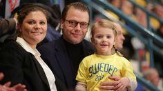 Prinsessa Estelle kuului Tre Kronorin innokkaimpiin kannattajiin Euro Hockey Tourin ottelussa Leijonia vastaan.