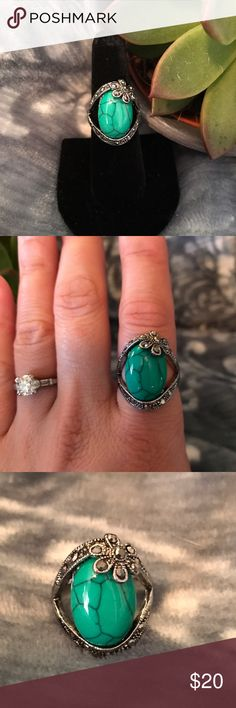 A Cafa flower style Women's ring 🎉‼️💍 A beautiful ring with a soft Green Turquoise stone. The stone sits nestled in the silver bands, and the ring looks beautiful on. It also goes and looks good with everything you wear‼️🎉‼️MAKE ME AN OFFER‼️🎉 Jewelry Rings