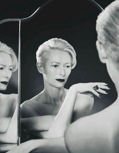 Burlesque Red Lip Makeup Tips For Beginners Tilda Swinton This picture has . Makeup Red Lips beginners Burlesque lip Makeup picture Red Swinton Tilda Tips Tilda Swinton, Red Lip Makeup, Smokey Eye Makeup, Hair Makeup, Makeup Eyebrows, Makeup Set, Makeup Style, Beauty Makeup, Maybelline