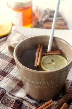 DIY Tisane anti rhume : 5 clous de girofle + 2 bâtons de cannelle + jus d'1/2 citron + 1 cs de miel + 250 ml d'eau