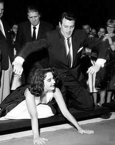 """vintage-old-hollywood: """"Elizabeth Taylor and Rock Hudson """" Hollywood Cinema, Hollywood Icons, Old Hollywood Glamour, Hollywood Actor, Golden Age Of Hollywood, Vintage Hollywood, Hollywood Stars, Classic Hollywood, Hollywood Couples"""