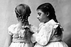 Young girls, circa 1900  This detail from an American photo taken about 1900 clearly shows how the hair was supposed to look like on young girls at the time.The braiding was all in all very practical