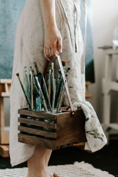 What is Your Painting Style? How do you find your own painting style? What is your painting style? Artist Life, Artist At Work, Atelier D Art, Artist Aesthetic, Aesthetic Painting, Ivy House, Paint Brushes, Paint Brush Art, Oeuvre D'art