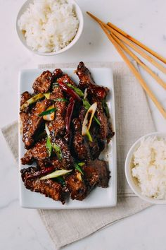 Recipe by the Woks of Life, is a crispy, flavorful homemade version that's less sweet than the gloopy restaurant Mongolian Beef you're probably used to. Wok Recipes, Asian Recipes, Cooking Recipes, Healthy Recipes, Ethnic Recipes, Sirloin Recipes, Beef Sirloin, Fondue Recipes, Kabob Recipes