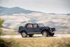 Auto w takiej postaci jak na zdjęciach - wersja LM002 - pokazano dopiero w 1986 roku, jako pojazd dla prywatnych odbiorców. Ma bardzo bogate jak na ówczesne lata wyposażenie i kosztował ok. 100 tys. dol. Jak na ironię, głównymi odbiorcami nie byli ani Amerykanie, ani też Europejczycy, ale bogaci szejkowie arabscy. Nawet armia Arabii Saudyjskiej zamówiła 40 egzemplarzy.