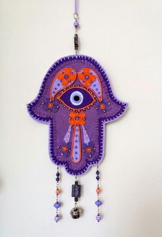 Hamsa Wall decor for home. Symbolizing the Hand of Gog, in all faiths it is a protective sign. It brings it's owner happiness, luck, health, and good fortune. ( the personal collection of Cristiana Neamțu. Felt Diy, Felt Crafts, Diy Crafts, Mobiles, Ramadan Gifts, Fabric Toys, Evil Eye Jewelry, Penny Rugs, Hand Of Fatima