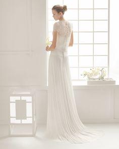 DOUGLAS vestido de novia en muselina de seda y chaqueta de malla.
