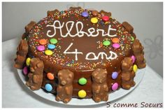 Birthday cake for children with chocolate and sweets Cake Designs For Kids, Cool Cake Designs, Candy Birthday Cakes, Big Chocolate, Chocolate Sweets, Chocolate Recipes, Gravity Cake, Cake Videos, Food Cakes