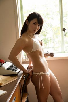 A picture of Reika Saiki. This site is a community effort to recognize the hard work of female athletes, fitness models, and bodybuilders. Crossfit Body, Tight Abs, Girls Showing Off, Athletic Body, Asian Hotties, Muscle Girls, Cute Asian Girls, Japanese Girl, Asian Beauty