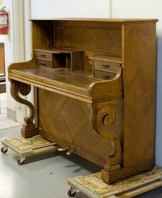 Piano transformation to a desk--great pics and explanation.